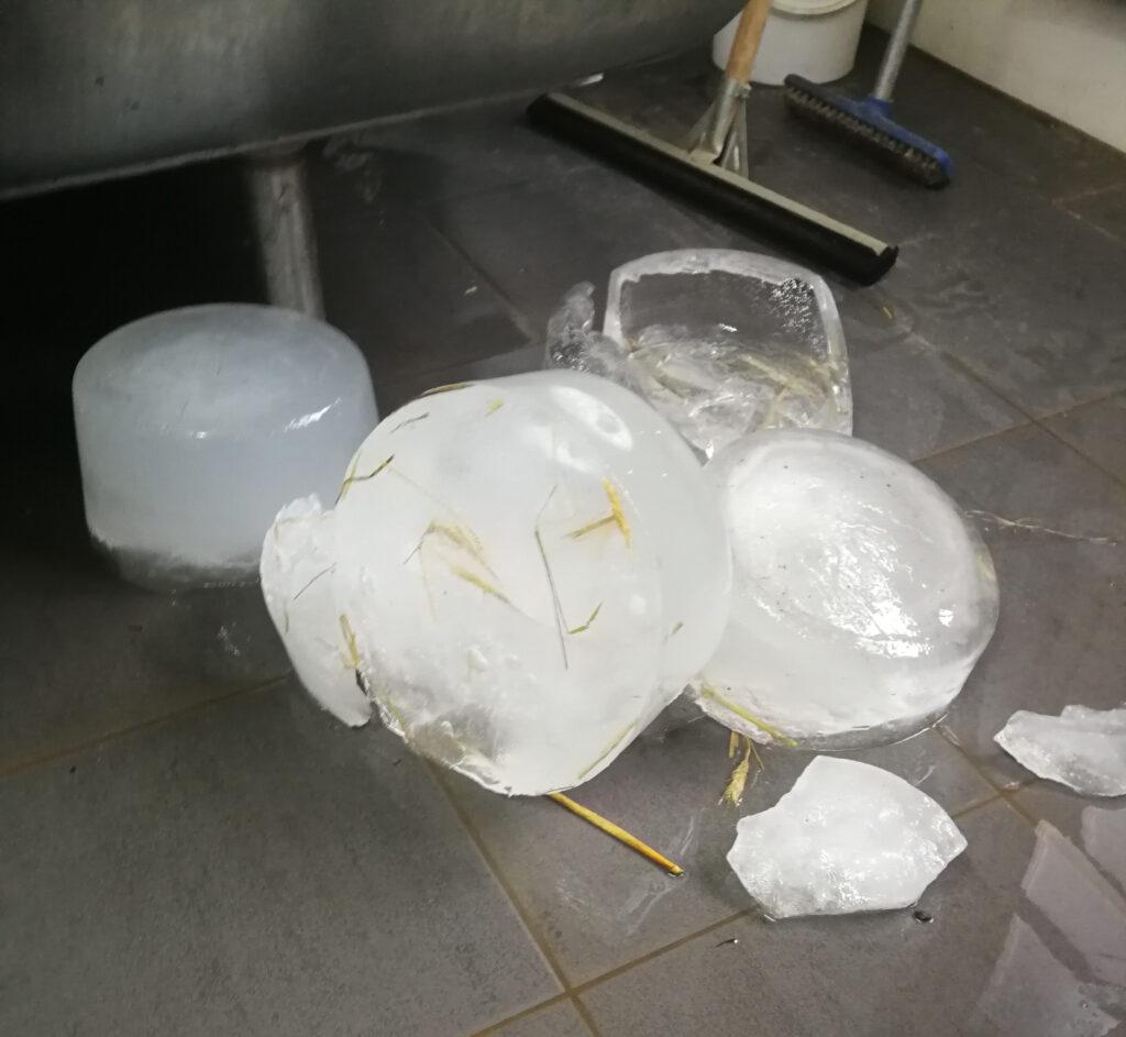 Eis aus Wassereimern