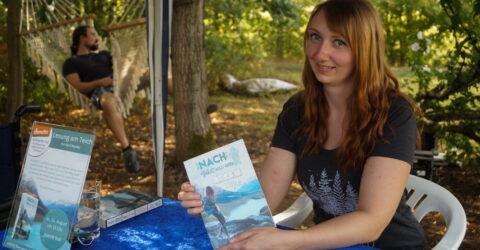 April Wynter Lesung am Teich